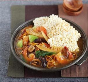Không thể cưỡng lại với Lẩu nấm Đông trùng hạ thảo hải sản cơm cháy Hàn Quốc